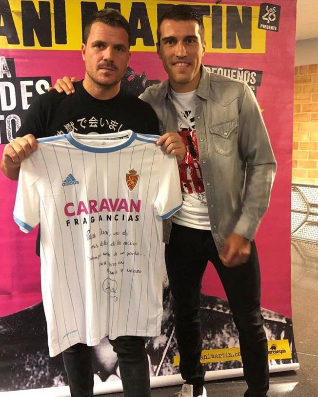 ¿Cuánto mide Manuel Carrasco? - Altura - Página 4 Zapa_danimartin_camiseta_pilarjpeg_001