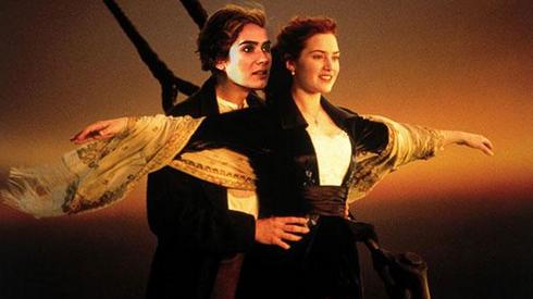 Meme de Anna Allen en Titanic sustituyendo a Di Caprio