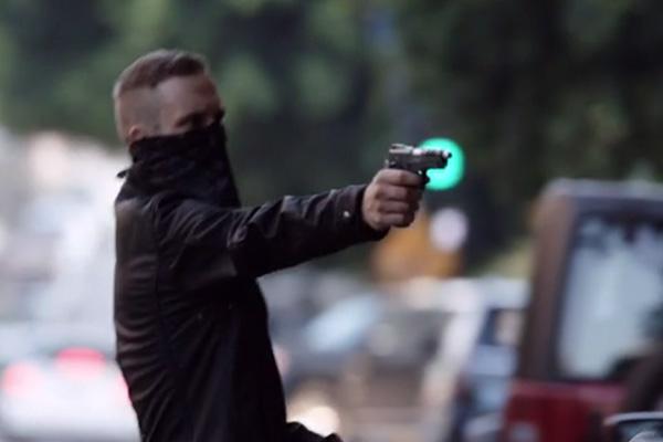 Hunter queda de nuevo como elemento cómico en la serie