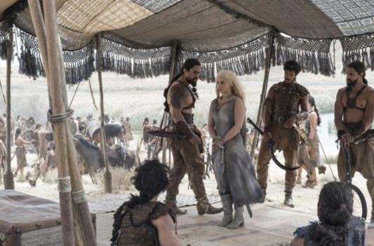 Daenerys atada ante Khal Moro.