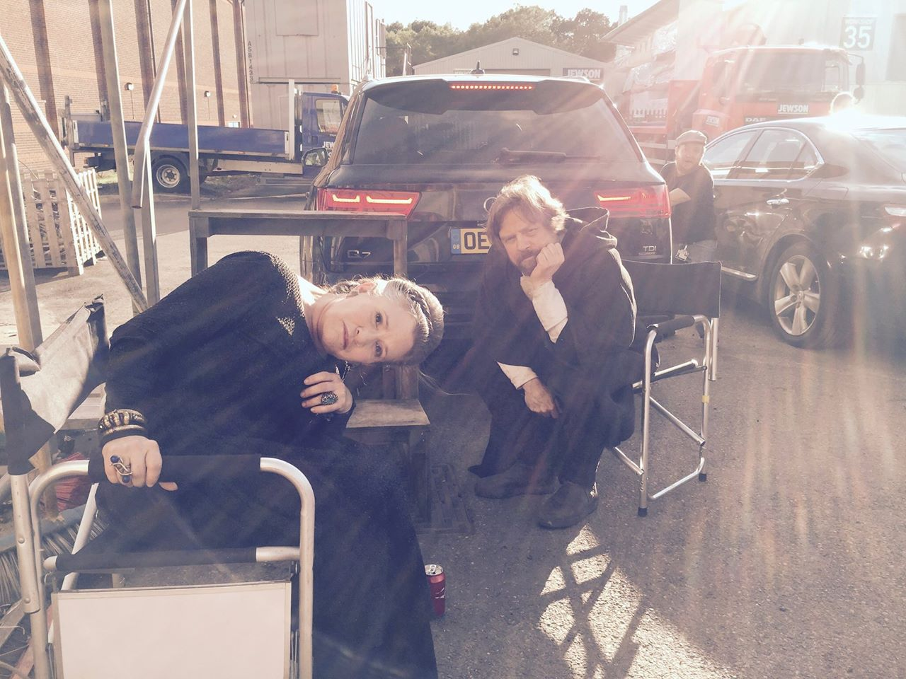 Carrie Fisher y Mark Hamill en el set de rodaje del Episodio VIII