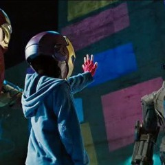 Un Peter Parker pre-Spiderman sale en Iron Man 2
