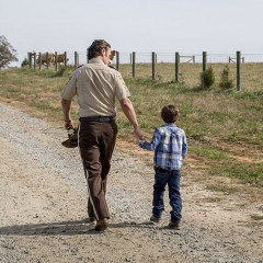 El 8×16 de The Walking Dead une a Rick y Carl