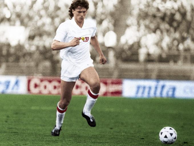 Anton Polster, jugando en el Sevilla.