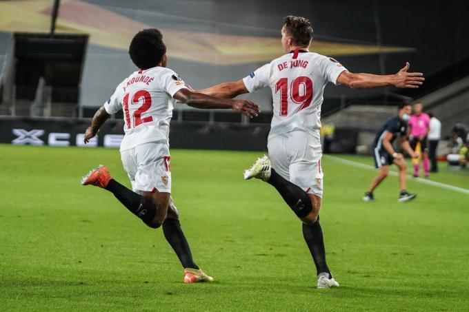 Jules Koundé y Luuk de Jong celebran un gol para el Sevilla FC en la final de la Europa League (Foto: SFC
