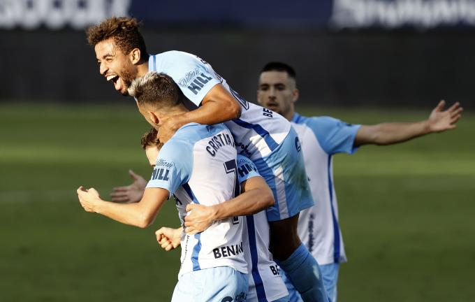 Benkhemassa, celebra el gol de Cristian Rodríguez ante el Alcorcón (Foto: Málaga CF).