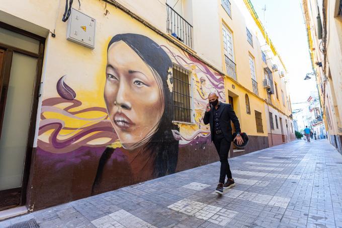 Manolo Gaspar, paseando por el barrio de Lagunillas.