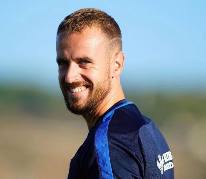 Aarón, sonriente, en un entreno con el Granada (Foto: Granada CF).
