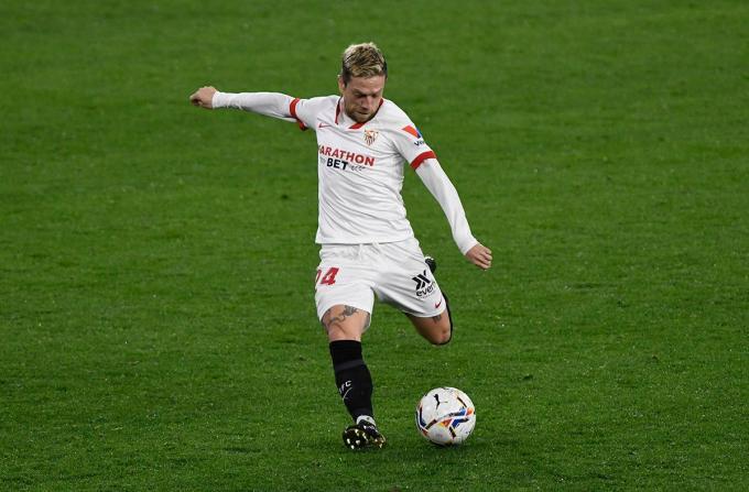 Papu Gómez marca su primer gol con el Sevilla.  (Foto: Kiko Hurtado).