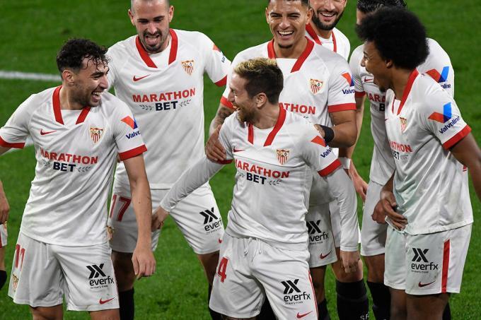 Papu Gómez celebra su gol ante el Getafe con sus compañeros