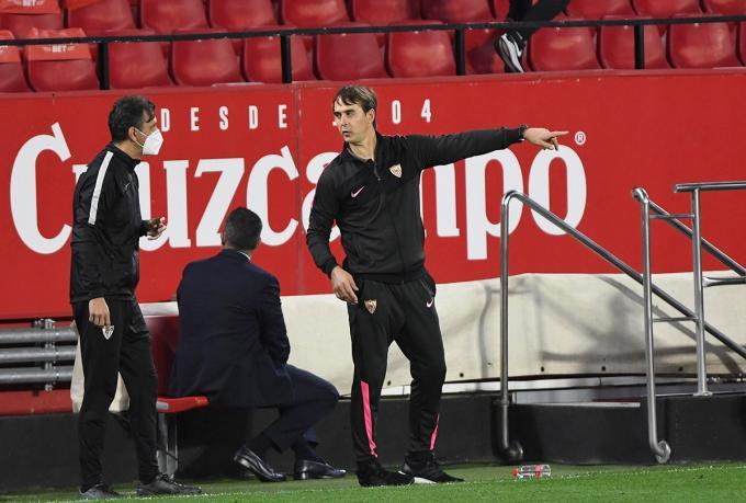 Lopetegui dirige a sus jugadores en un partido de esta temporada (Foto: Kiko Hurtado).