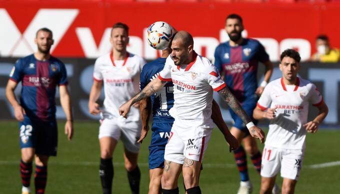 Aleix Vidal, en un partido de esta temporada (Foto: Kiko Hurtado).