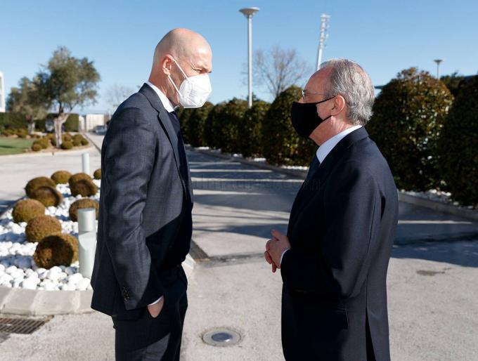 Florentino Pérez toma la decisión con Zinedine Zidane y su sustituto mueve ficha