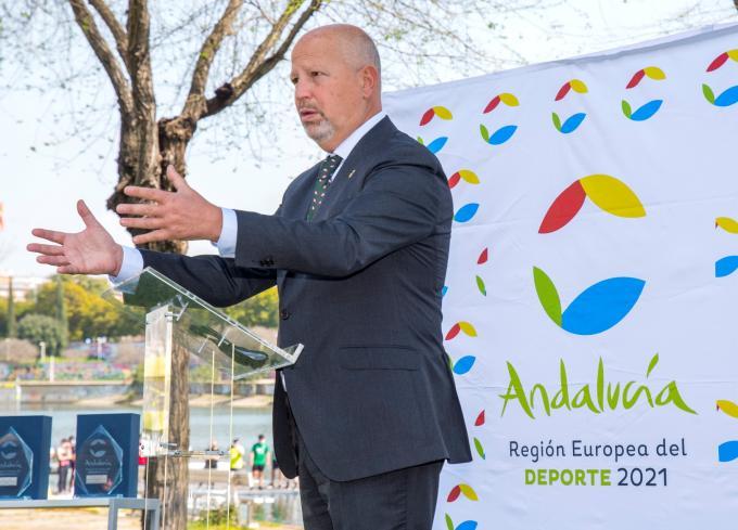 Javier Imbroda en la presentación de un evento.