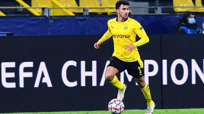 Mateu Morey, jugando en el Dortmund.