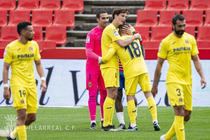 Asenjo y Pau Torres se abrazan a Alberto Moreno (Foto: VCF).