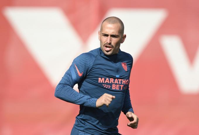 Aleix Vidal, entrenando con el Sevilla FC (Foto: Kiko Hurtado).