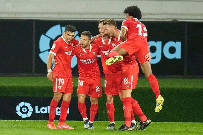 Los jugadores del Sevilla celebran el gol de Papu Gómez (Foto: SFC).