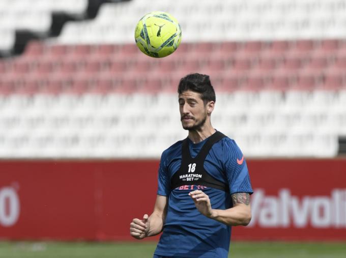 Escudero, que se despedirá del Sevilla desde el once inicial, en los entrenamientos (Foto: Kiko Hurtado).