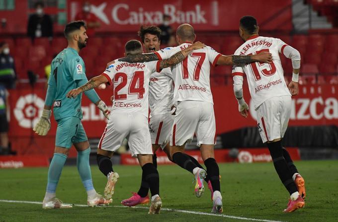 El Sevilla celebra el gol de Papu ante el Alavés (Foto: Kiko Hurtado).