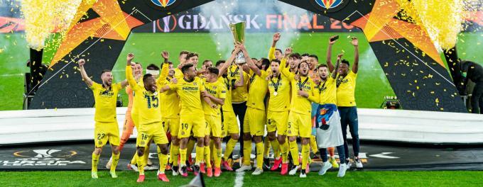 El Villarreal de Alberto Moreno celebra la consecución de la Europa League.