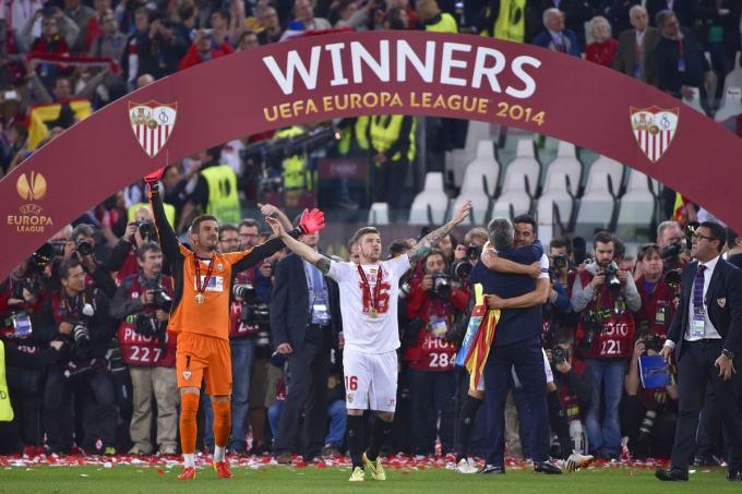 Alberto Moreno en la celebración del título con el Sevilla.