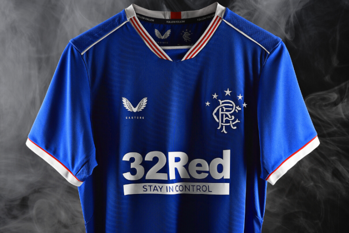 Castore, marca que patrocina al Glasgow Rangers y que podría vestir al Sevilla FC.