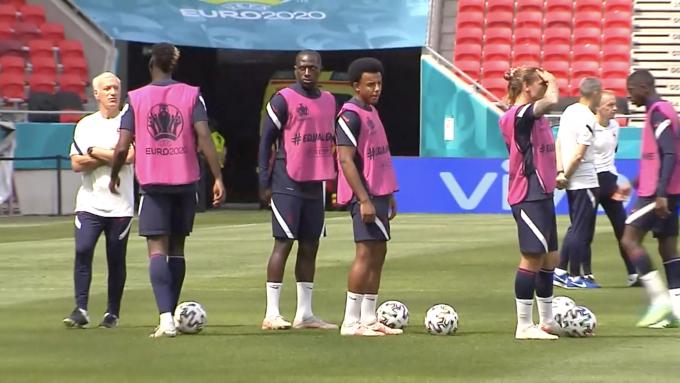 Koundé, junto a Griezmann, Pogba y Deschamps durante los entrenamientos con Francia.