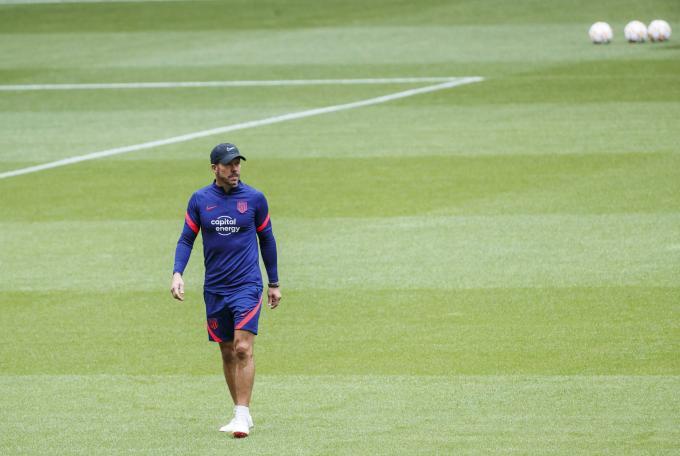 """Simeone responde al Mundial cada dos años y anuncia sus dos 'fichajes' en defensa: """"Los tenemos"""""""